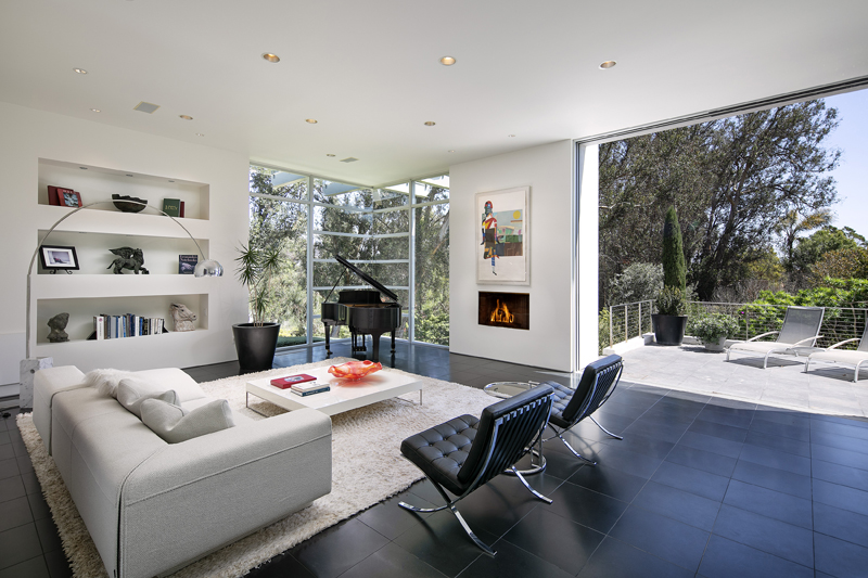 396 Woodley Rd, Living Room