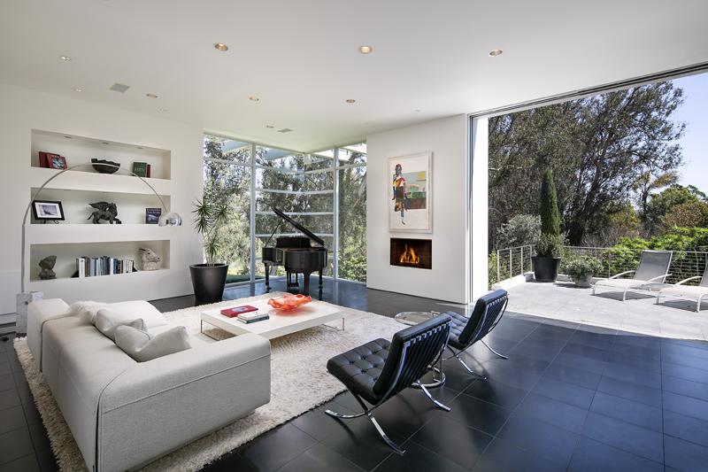 396 Woodley Rd Living Room
